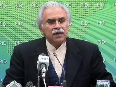 Suggested strict restrictions to contain COVID-19 spread in Pakistan: Dr Zafar Mirza