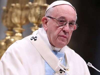 Pope criticises people going on holiday to flee COVID lockdowns