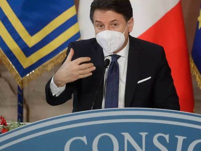 Virus-hit Italy gripped by political crisis