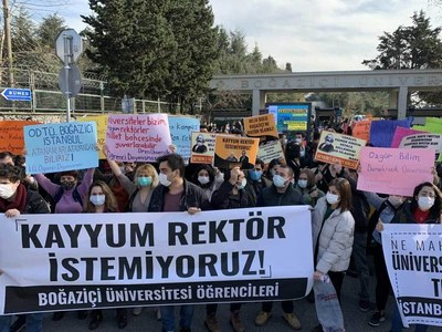 Students march in Istanbul against Erdogan pick