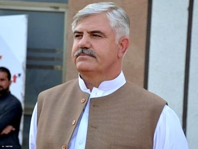 KP CM hands over Rs7mn cheque to bereaved family of Shaheed Dr Javed