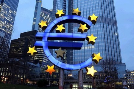 Euro zone bond yields edged up, US politics in focus
