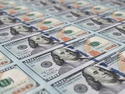 Dollar bounces off 2018 lows on safe-haven buying, euro profit-taking