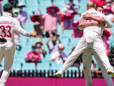 Labuschagne, Smith steer Australia to ominous lead over India