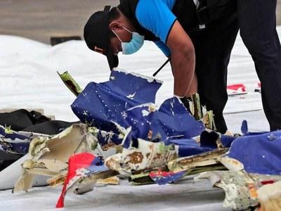 Crew on crashed Indonesian passenger jet did not declare emergency: investigator