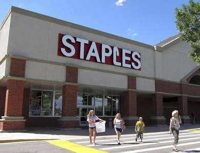 Staples offers $2.1bn cash to buy Office Depot parent