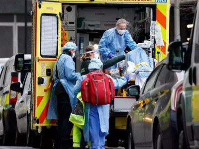 UK virus breaches 'costing lives' as police seek priority jabs