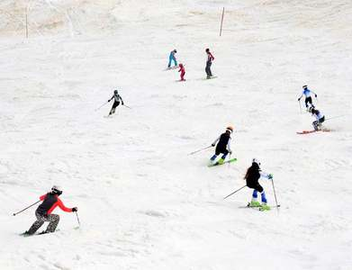 Lauberhorn ski classic cancelled as UK tourist spreads virus variant