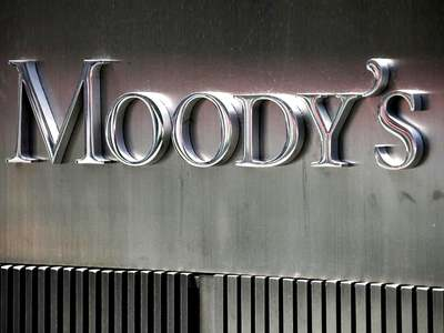 Moody's too sees slow recovery