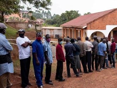 Ugandans vote in charged election under internet blackout