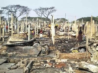Blaze razes 500 houses in Bangladesh Rohingya camp