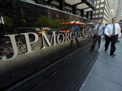 JPMorgan profit jumps on trading, investment banking strength