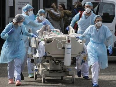 Portuguese hospitals under pressure as COVID-19 cases reach record