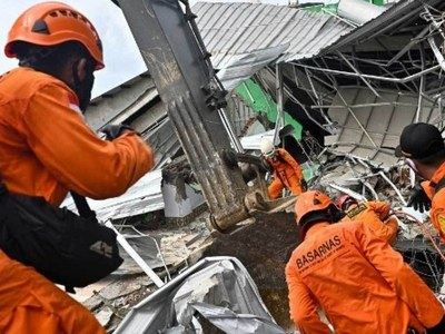 Indonesia hunts for survivors as quake death toll hits 56