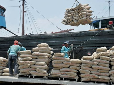 COVID-19 slowdown bites Pakistan's cement exports