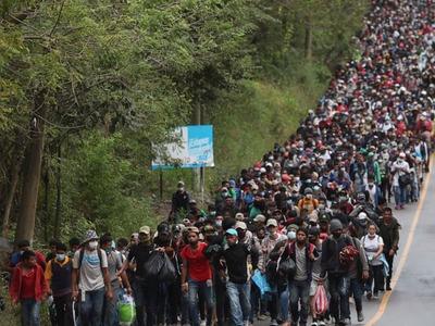 Thousands of US-bound Honduran migrants held up in Guatemala