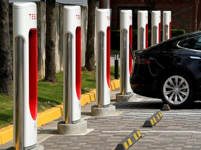 PM to Meet Tesla Executives to Discuss Launch of Electric Vehicles in Pakistan