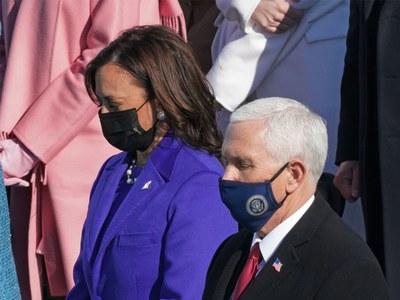 Biden leads silent prayer for victims of coronavirus