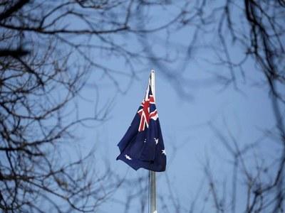 Australia shoppers pull back in December, outlook still strong