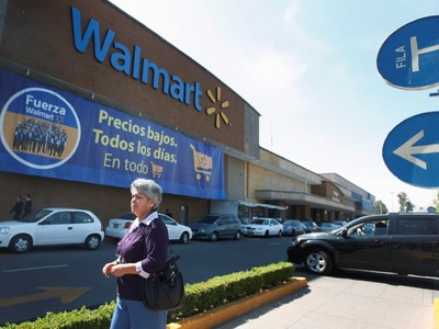Walmart expands vaccinations in boost to US COVID-19 program