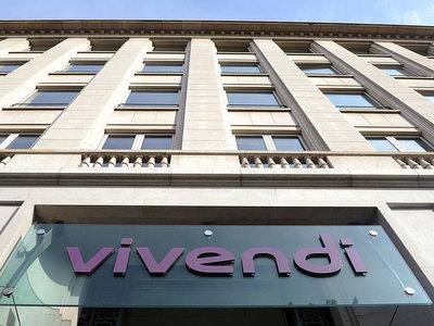 French media group Vivendi raises stake in Spanish rival Prisa to 9.9%