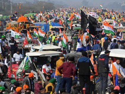 Protesting farmers battle police after storming Indian capital