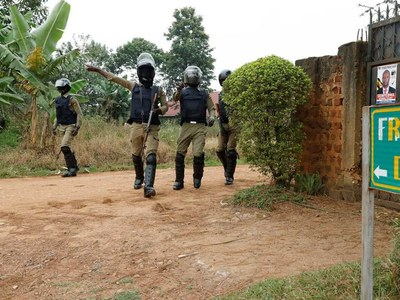 Uganda withdraws troops from opposition leader's house