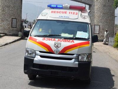 Woman dies, three injured in road mishap at Sari Naurang