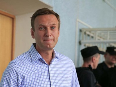 Russia detains Navalny allies after apartment raids