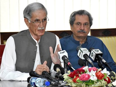 Defence minister visits Trans Peshawar, acquires briefing about working of BRT Service