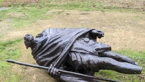 Miscreants vandalise statue of Mahatma Gandhi in California