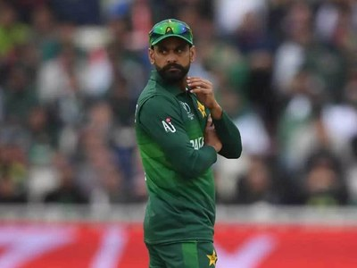 Pakistan drop Hafeez and Fakhar for South Africa T20s
