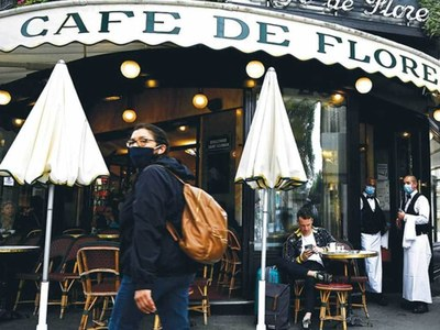 French government warns restaurants after secret openings