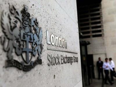London stocks rise on recovery hopes; BP top drag on weak earnings