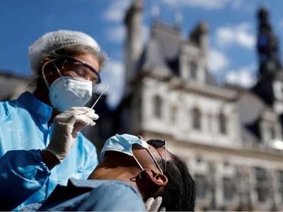 French new daily coronavirus cases close to 2021 high