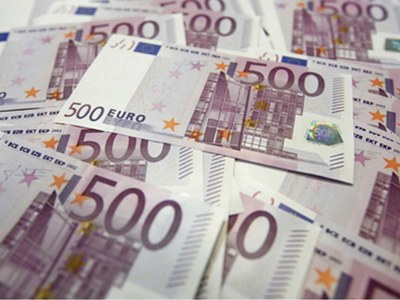Euro drops against dollar in Europe