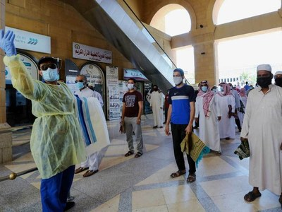 Gulf ramps up virus measures as cases jump
