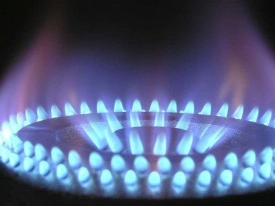 US natural gas futures fall on less heating demand