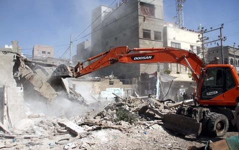 Haleem Adil Sheikh's farmhouse demolished