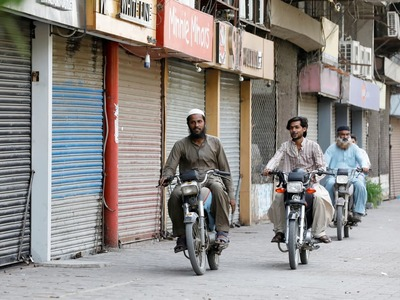 Smart lockdown imposed in COVID-19 hotspots of six Lahore neighborhoods