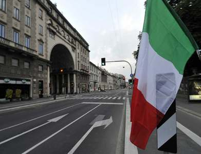 Italian bond yields hit 1-month low as Draghi inches closer