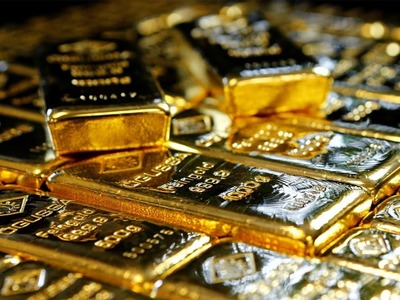 Gold firms on faltering dollar, stimulus hopes
