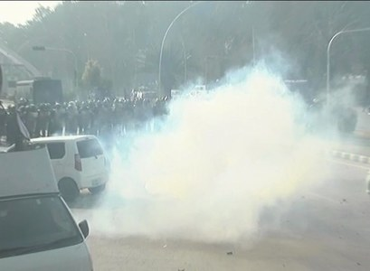 Islamabad police fire tear-gas shells at protesting govt employees