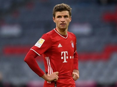 Bayern's Mueller tests positive for COVID-19
