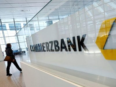 Commerzbank confirms losses, eyes profits in 2021