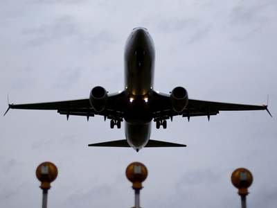 White House meets with airline CEOs on COVID-19 travel issues