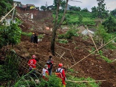 Indonesian landslide kills nine with 10 missing