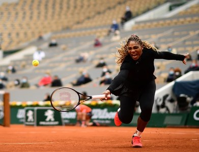 Serena floors Halep to make Australian Open semis