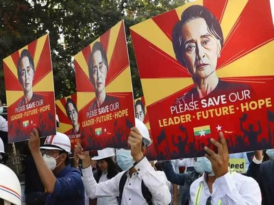 Thousands rally in Myanmar's Yangon despite military build up