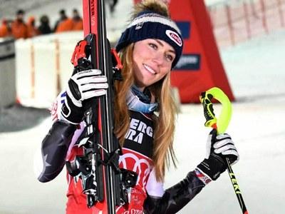 Shiffrin in world giant slalom pole